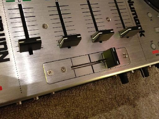 (Pic 2b) The replaceable fader is a nice touch for the pro DJ.