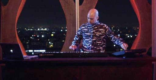 Mark De Clive-Lowe demonstrates the KOMPLETE x MASCHINE duo in a captivating one-take live performance