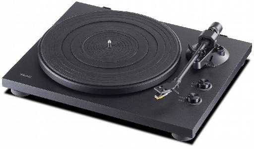 TEAC TN-200 turntables.
