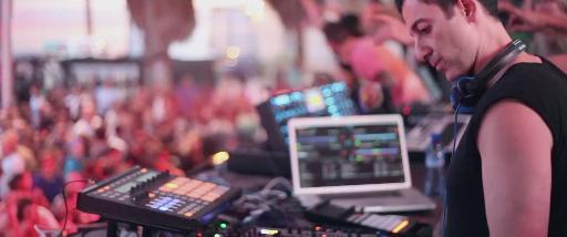 Dubfire on stage with NI Maschine, Traktor and more...