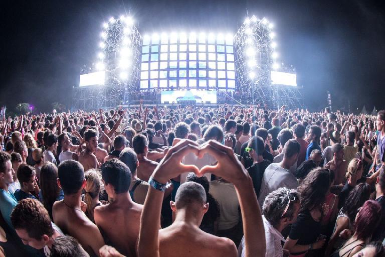 Electro beach music festival