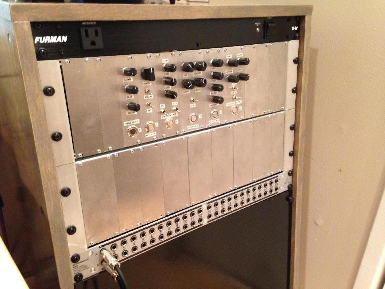 The Modular Guitar Pedal Rack