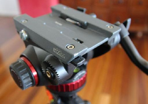 The Manfrotto 502AH, mounted on my Vanguard.