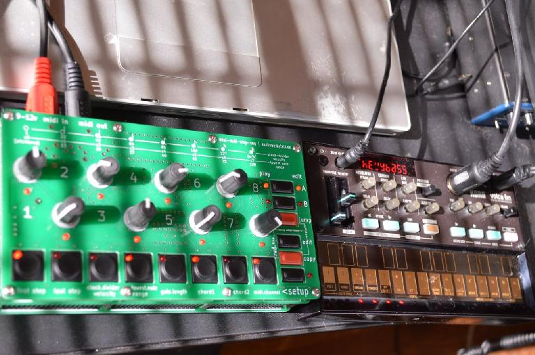AudioWerkstatt Mini-Mid-Step Sequencer with Korg volca FM