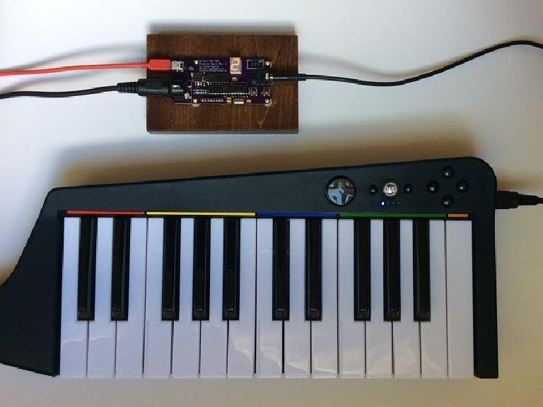 Arcano MIDI NES Chiptune Synth 2 with MIDI controller