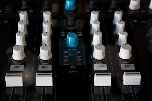 Pic 3—white knobs