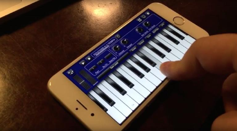 bismark synth on iPhone 6S showing how 3D touch can be used to control Aftertouch.