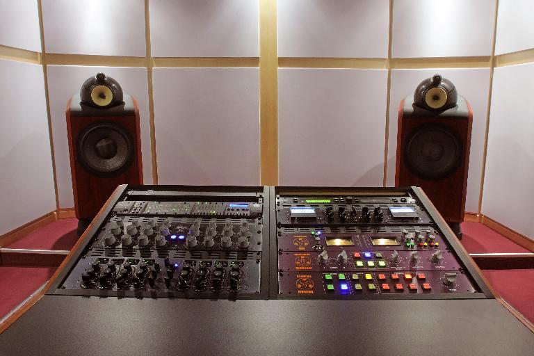 A typical mastering studio desk