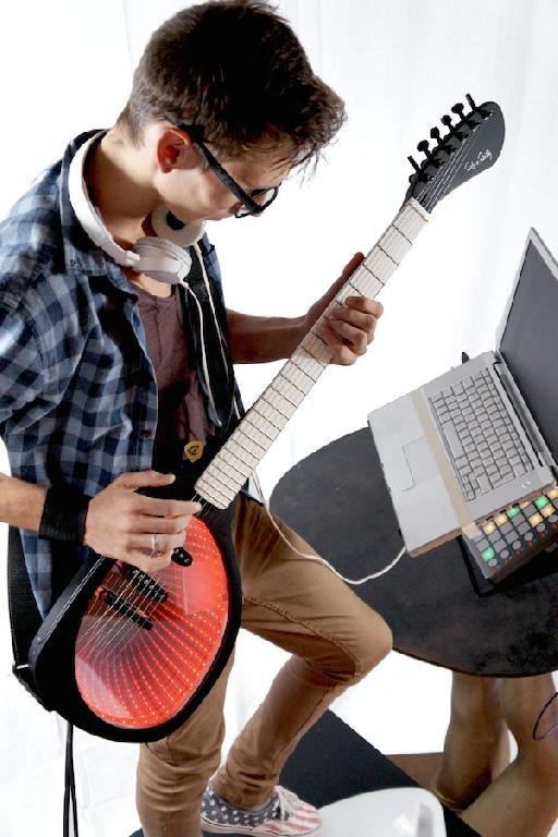 Rob O'Reilly Expressiv MIDI Guitar System