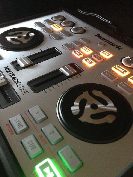 Mixtrack Edge