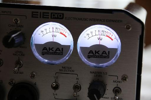 (Pic 2b) The vintage style VU meters are a cool addition here