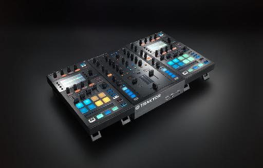You can link two Traktor D2's together to make them work as one.