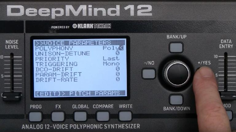 Behringer DeepMind 12 screen