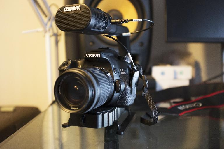A DSLR mounted on MicRig
