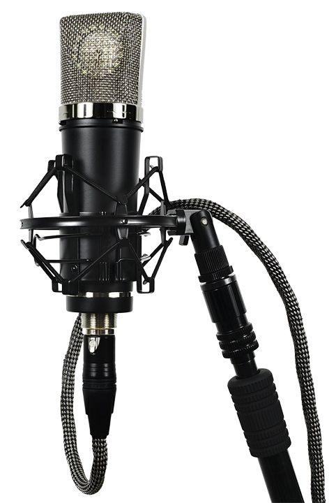 LA-220 solid state vocal condenser microphone