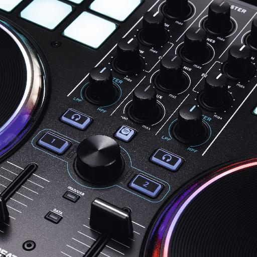 Close up of the jog wheels and controls of the Reloop Beatpad 2.