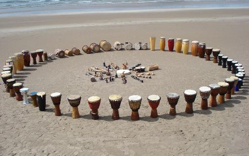 A wonderful shot of a drum circle set-up on the beach (http://pinkbananashoes.wordpress.com/tag/london-drum-circle/)