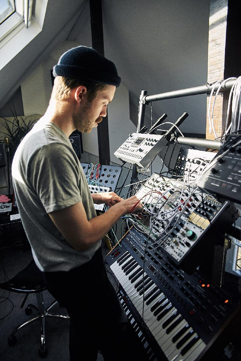 20 days later and Third Son çan't stop making music on his modular synth setup.