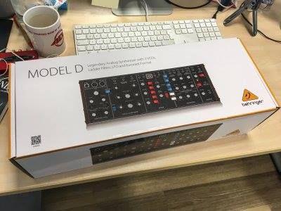 Behringer Model D box