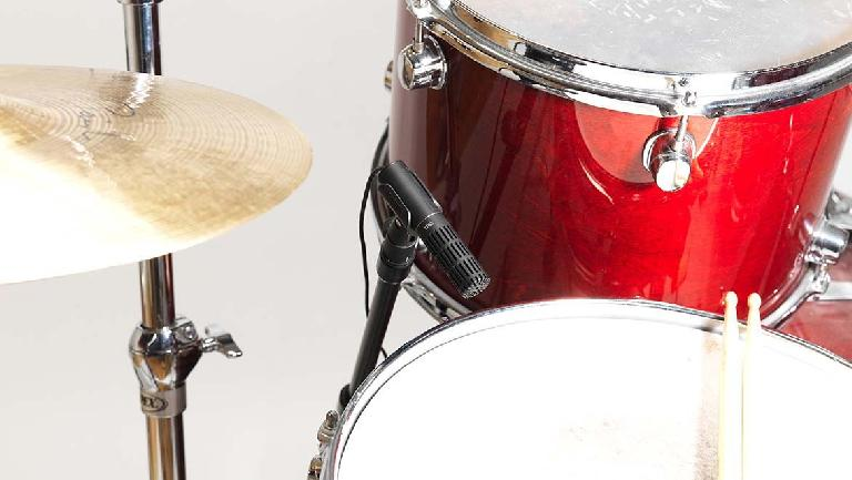 Fig 1 Typical placement for the Snare drum Top mic