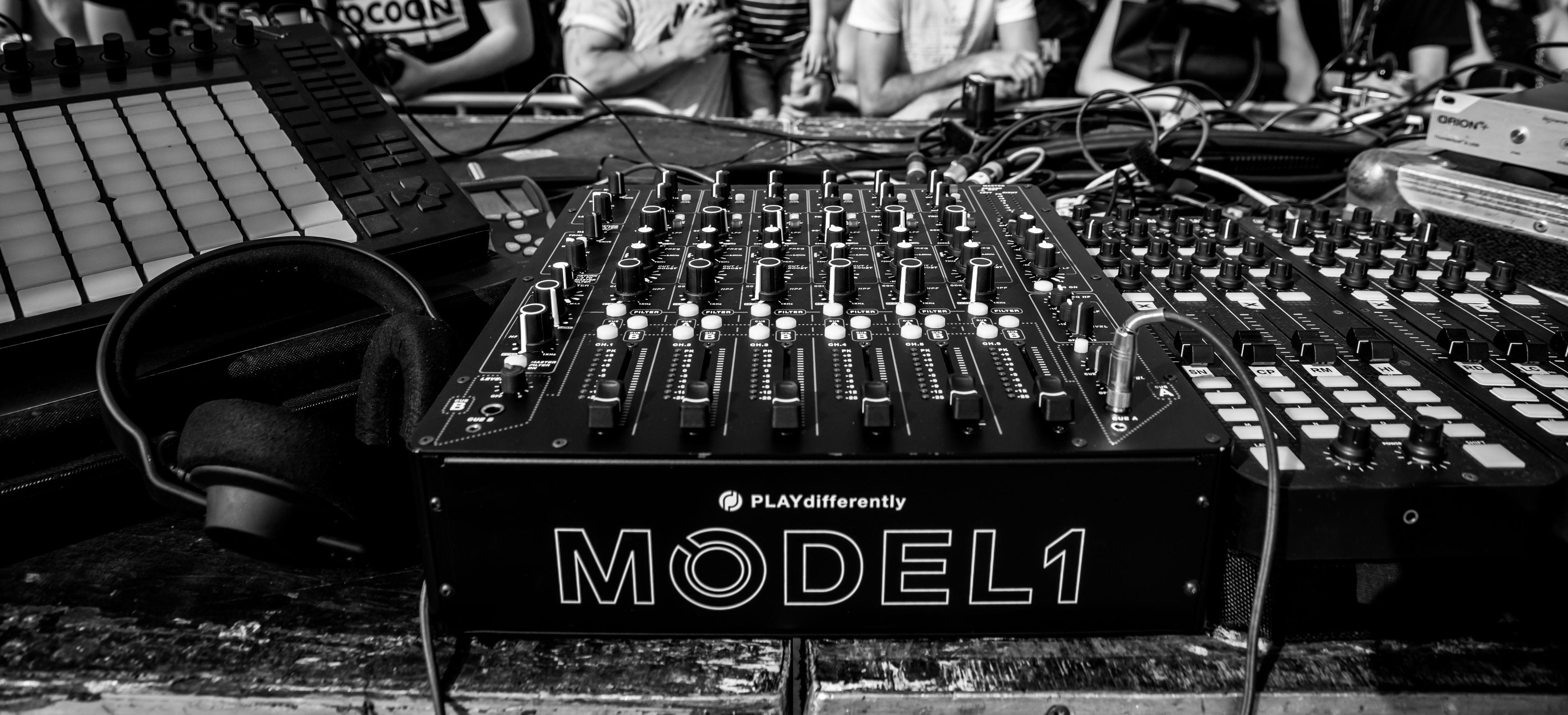 Review: MODEL 1 Mixer : macProVideo.com